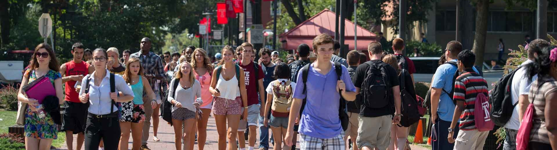 A group of students walk to class on Main Campus.